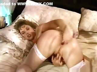 An Eighties Housewife Cunt Onanism Session