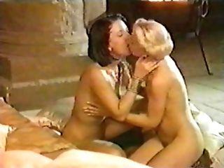 Blonde Et Duo De Lesbienne