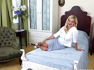 Buxomy Bad Dolly Shows Sexy Forms And Close Ups Of Her Flawless Trimmed Snatch In Classical Rht Nylons And Stilettos