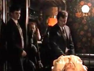 La Bonzesse 1974 (hotwife Scene)