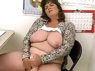 Lady Shows All 114