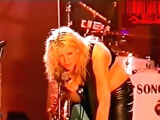 Slot's Courtney Love In Sans Bra On Stage At The Big Day Out 1999