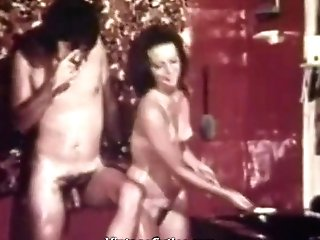 Horny Honey Gives A Suck Off In The Bathroom (1960s Antique)
