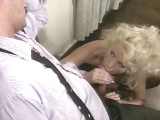 Assistant Deep Throats Her Manager