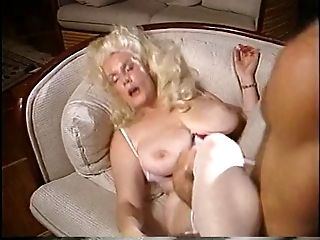 Mature lady gets stud to munch and suck on her gash hard and prompt
