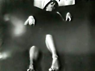 Glamour Nudes 635 1960's - Scene Nine