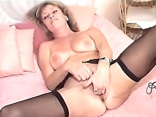Matures And Her Junior Friend Pleasing Themselves