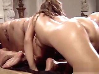 A Lot Of Bootylicious Lezzies In Retro Porno