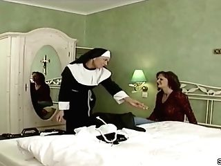 German Nun Tempt To Fuck By Prister In Old School Pornography Movie