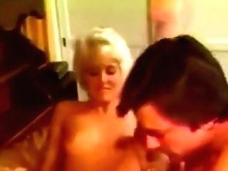 She Bits, Licks And Suck