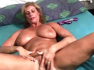 Retro Mummy With Big Tits Excites From Cuni Before Deepthroating Big Pecker