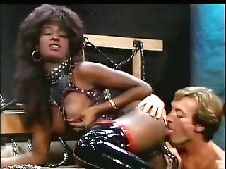 Black Mistress Gets Her Arse Drilled