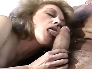 Hairy 70s Mummy Getting Her Muff Aired