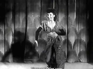 Gorgeous Stripper Gives A Hot Striptease (1950s Antique)